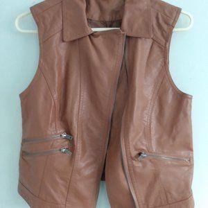 UK2LA Women's faux leather vest with pockets size Medium.